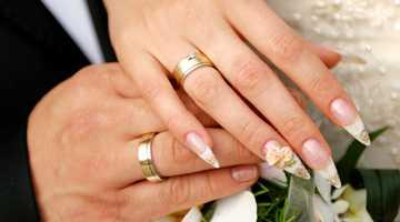 Левый указательный палец не имеет стопроцентно однозначной символики, хотя это хороший палец для демонстрирования важных колец