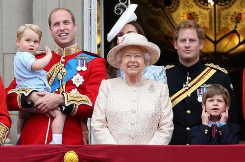 Елизавета II одобрила свадьбу внука Гарри с Меган Маркл