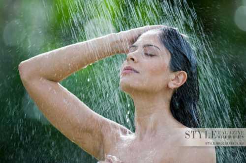 Эффект омоложения проявляется в разглаживании мелких морщин и повышению упругости кожи при постоянном применении