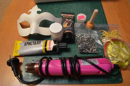 Как сделать и украсить карнавальную маску