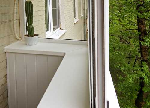Более экзотические варианты из мрамора или керамо гранита имеют немалую стоимость, кроме того, изза увеличения нагрузки на конструкцию балкона потребуется усилить несущую стенку под окном