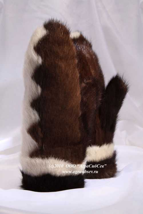Самые популярнее сочетания выглядят примерно таким образом черный белый, темно коричневый мех цвета слоновой кости, темносиний светлосерый