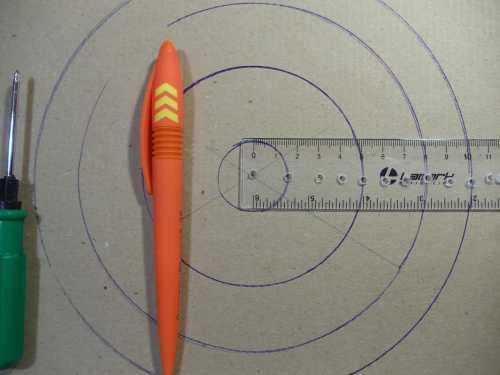 Как найти центр круга только с помощью циркуля