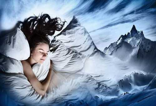 Вам надо осознать, что вы во сне