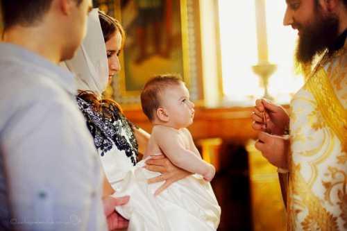 Также свои пожелания крестные могут написать в открытке и приложить ее к своему подарку
