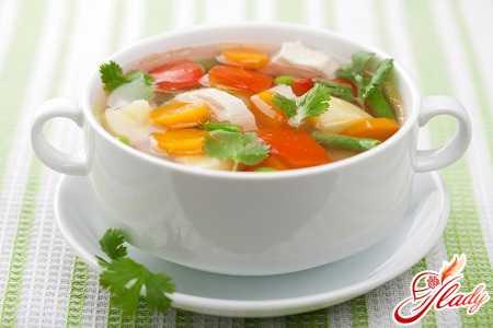 Для минимального воздействия на воспаленные слизистые оболочки желудка и поджелудочную железу принимать пищу нужно малыми порциями, чтобы еда переваривалась за короткое время