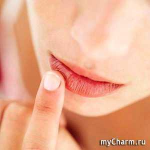 Если трескаются уголки рта, то лечение подразумевает два пункта увлажнение и дезинфекцию