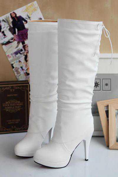 Ботинки могут быть достаточно брутальными, если организована тематическая, например, байкерская свадьба