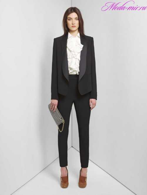 Мы не будем пересказывать все правила женского делового стиля, а назовем только те особенности и моменты, о которых стоит знать, если вы предпочли деловой стиль в одежде