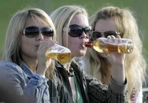Конечно, путь от знакомства со спиртным до хронического алкоголизма занимает не один год