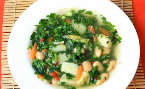 Хотя овощи имеют массу полезных свойств, однако перед тем как употреблять их как главные ингредиенты для приготовления диетических супов, необходимо проконсультироваться с диетологом